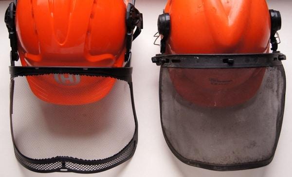 Der Vergleich der Visiere (links Husquvarna, rechts alter Baumarkt Helm) zeigt es - Bild: Wald-Prinz.de