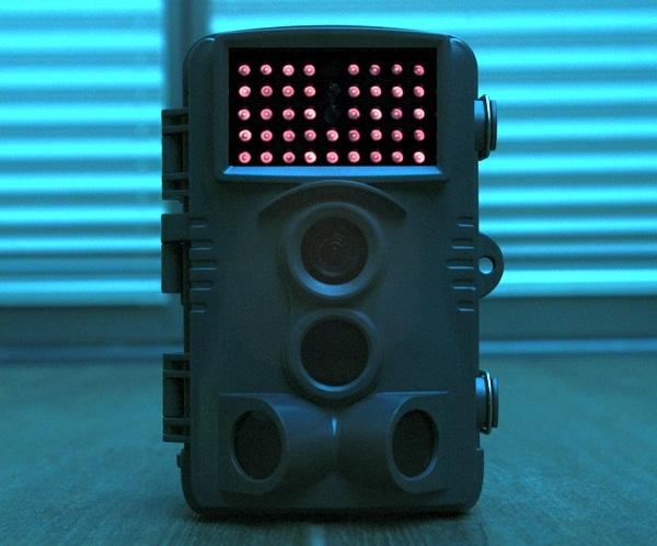 Das Glimmen der LEDs ist für Überwachungszwecke viel zu auffällig – Bild: Wildkamera-Test.com